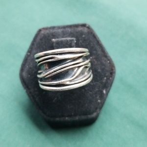 Jewelry - Sterling silver lined ring
